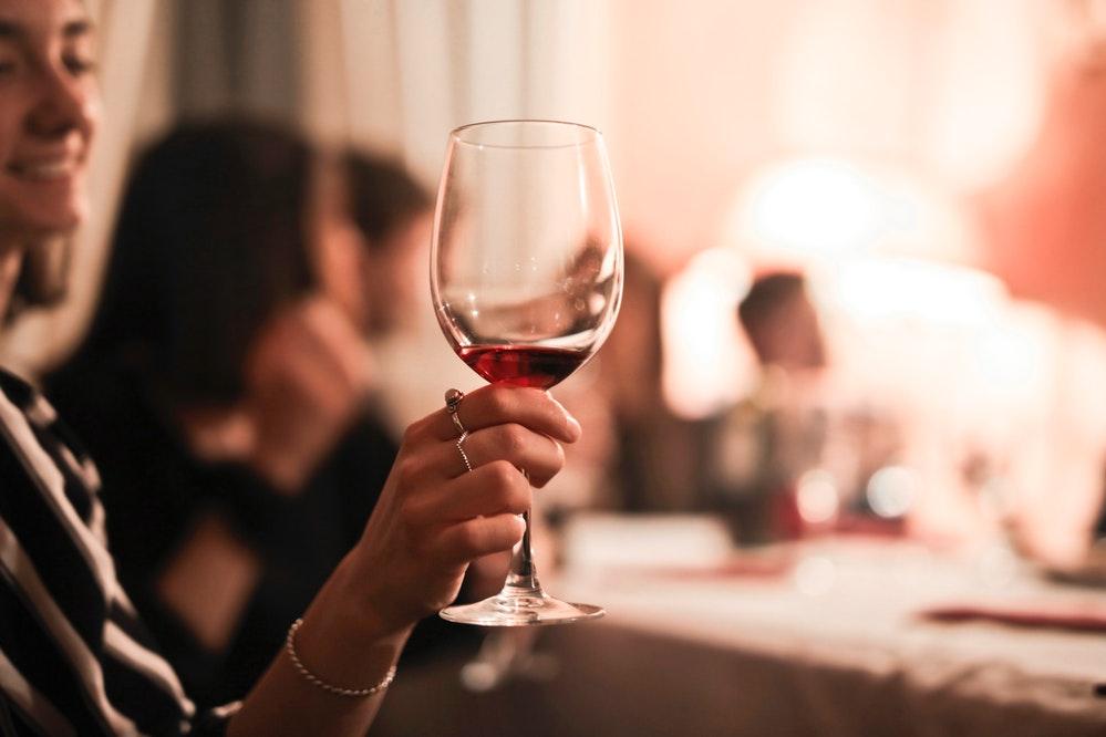 Descubra a dose segura de consumo de álcool na gestação