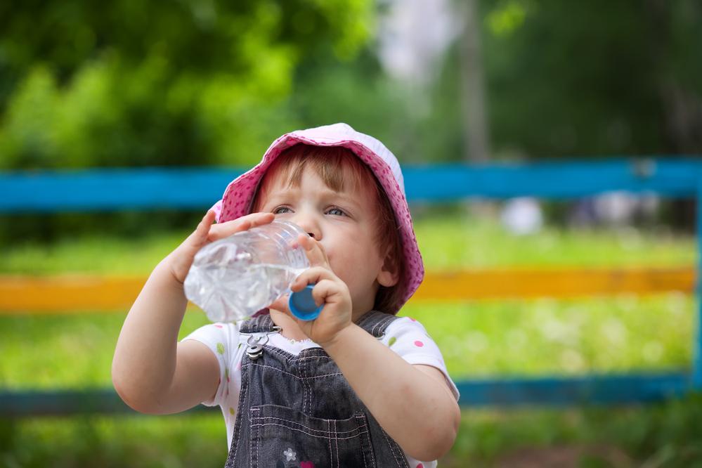 Dar água ao bebê: quando é o momento certo para começar?