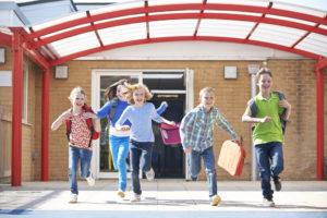 Dicas para manter uma alimentação saudável de férias escolares