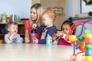 Introdução alimentar do bebê na creche: como fazer?