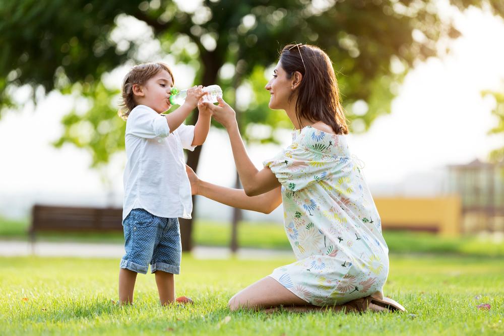 Como manter a hidratação das crianças no verão?