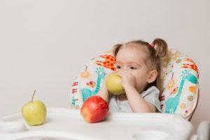 Com quantos meses devemos iniciar a introdução alimentar do bebê?