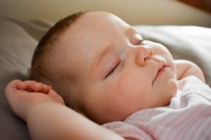 Mamadeira para dormir melhor: será que vale a pena?