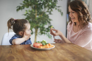 Qual é a relação entre alimentação e crescimento da criança?